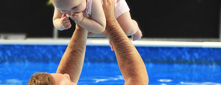 Babyschimmen ist auch eine schöne Beschäftigung für den Vater
