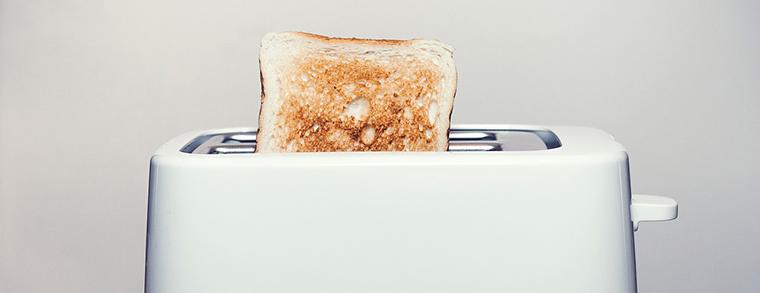 Auch Kleingeräte wie Toaster müssen kindersicher gemacht werden.