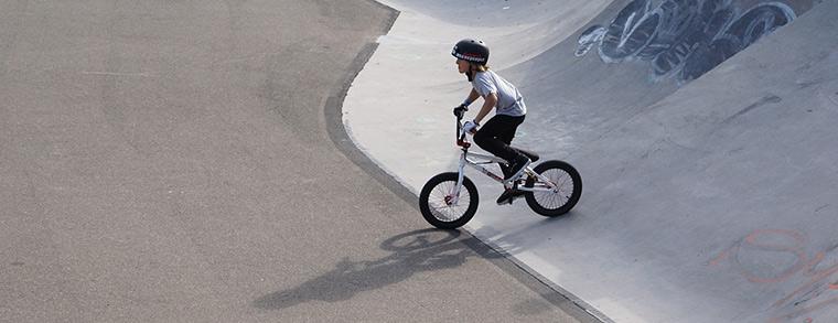 Auch auf dem BMX ist ein Kinderfahrradhelm Pflicht!