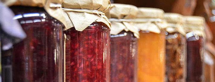 Leicht zerbrechliche Marmeladengläser auf Vorrat