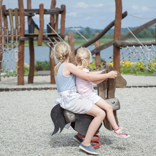 Woran erkennt man einen sicheren Kinderspielplatz?