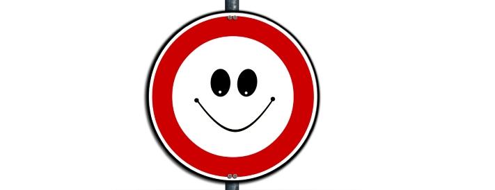 lächelndes Verkehrszeichen